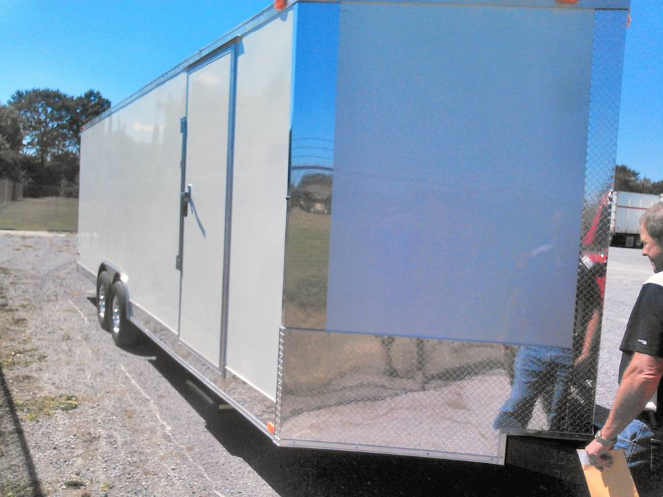 ENCLOSED TRAILER WITH SIDE DOOR